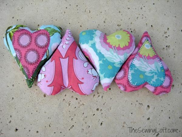 Free Sewing Pattern: These heart shaped sewing weights are a charming addition to any sewing room or studio.  Shared on Weekly Pattern Roundup for the Fiber Arts 4 Sakeenah.com